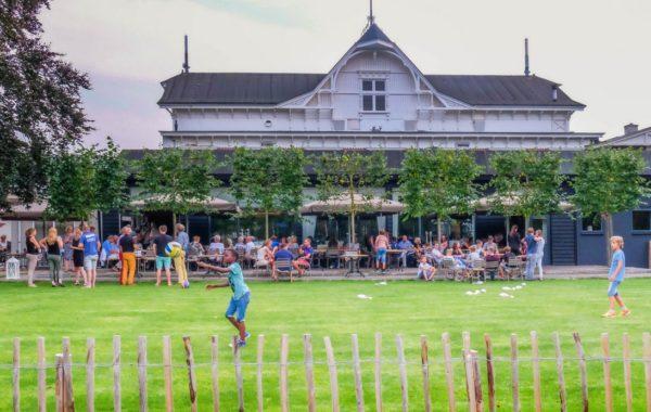 feest bij de Deventer Buitensociëteit & Bowling